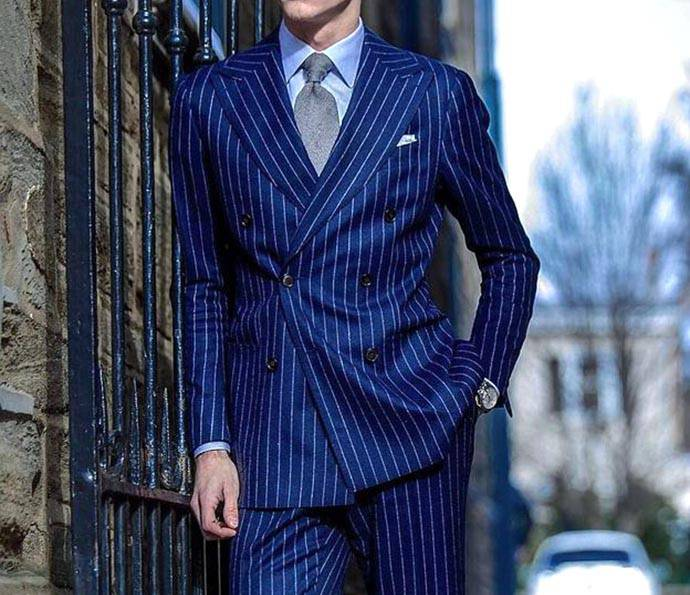 條紋藍色西裝